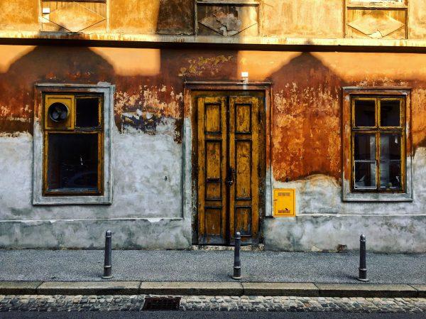 Visiter Zagreb c'est aussi admirer les façades décrépies du centre ville