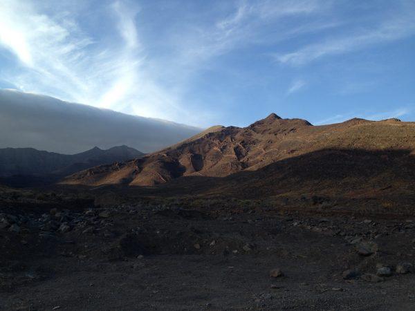 La route vers Cofete sous un ciel menaçant