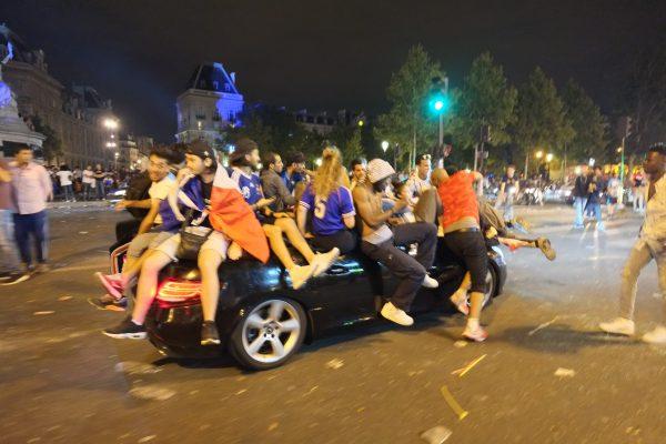 La fête en cabriolet à Paris