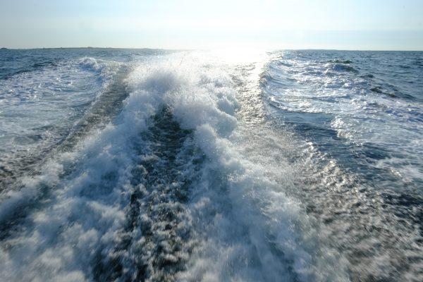 En bateau à moteur entre Hoedic et la Turballe