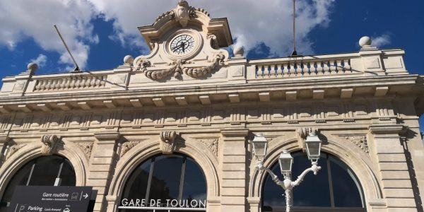 Une très jolie gare dans le sud de la France