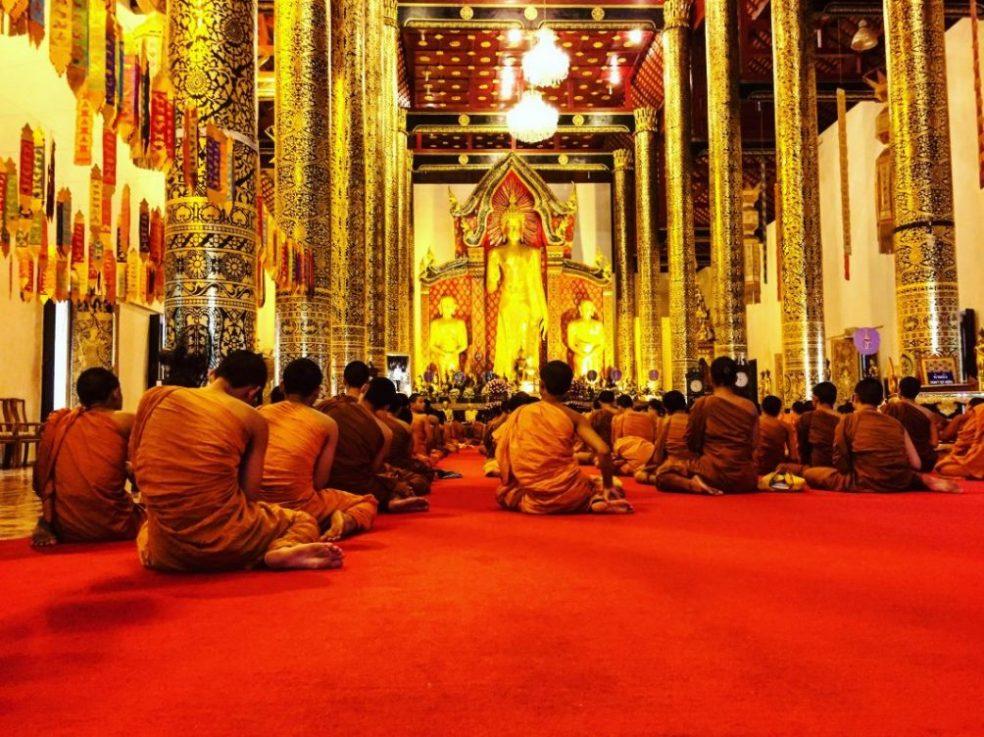 La fin de journée et la prière collective des moines