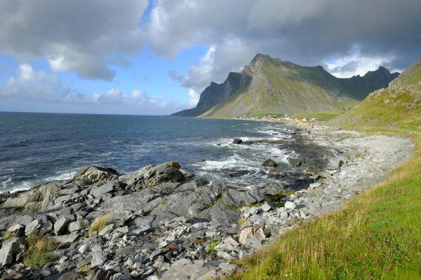 L'archipel des Lofoten sous des nuages menaçant