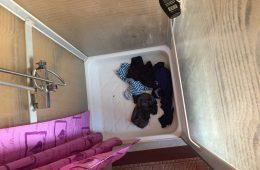 La douche toujours très utile pour laver son linge en voyage