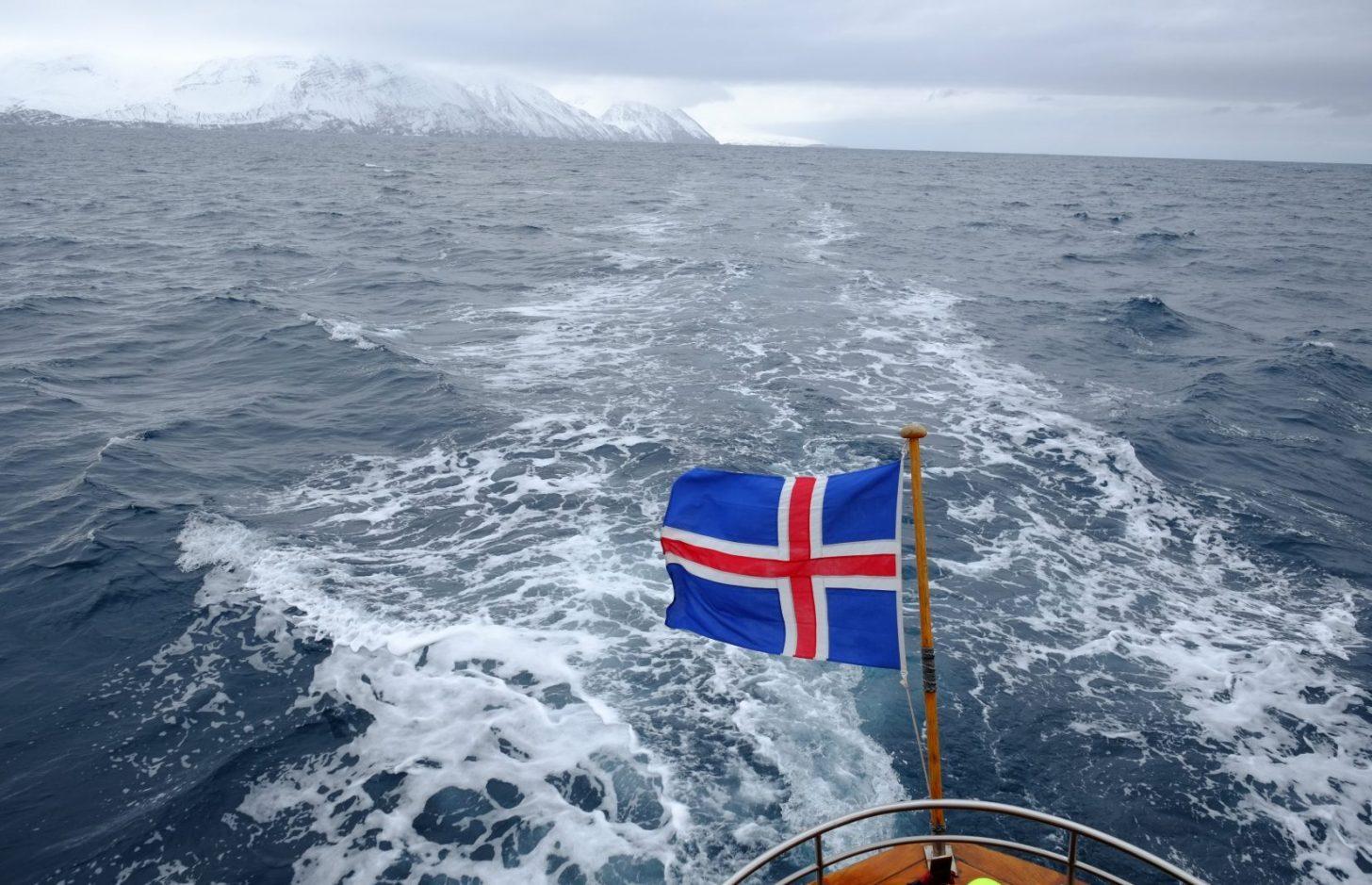 Sur l'océan Arctique dans le nord de l'Islande