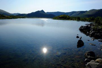 Un lac dans le nord de l'île d'Andoya, Archipel des Vesteralen