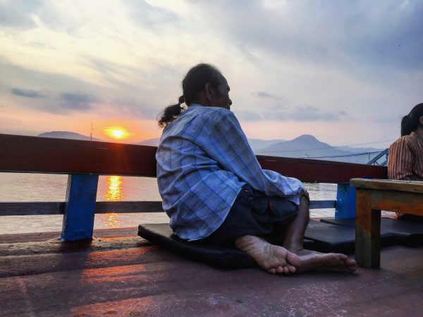 Sur le bord de la rivière de Kampot