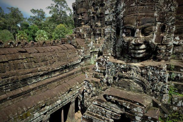 Des visages qui interpellent, temple Bayon, Cité d'Angkor