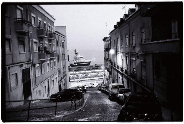 Une vue sur les quais de Lisbonne et sur le Tage