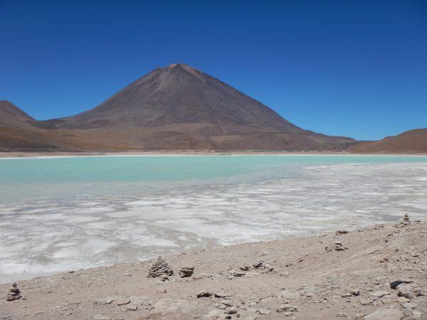 Le volcan Licancabur et la laguna Verde en Bolivie