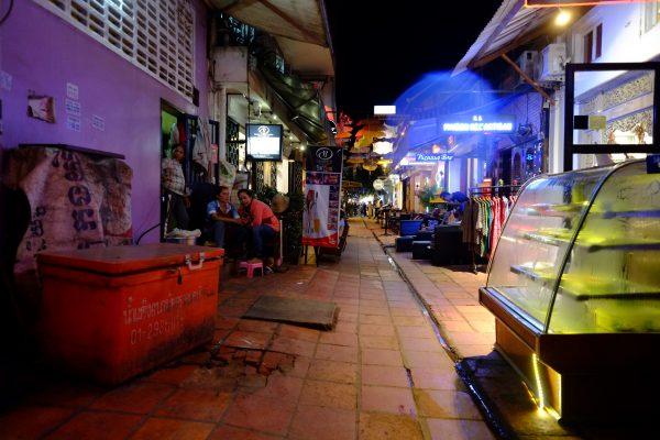 Siem Reap la nuit, une ruelle intrigante