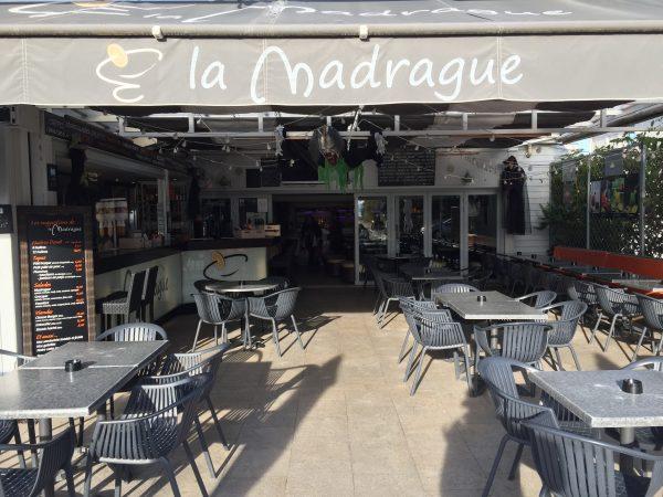 Café, restaurant un endroit cool où traîner sans se faire jetter