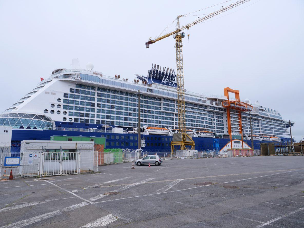 Un navire en construction à Saint-Nazaire