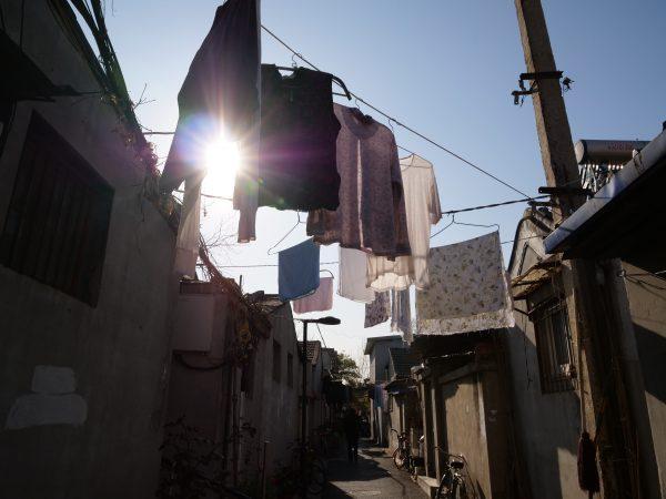 Du linge sèchant dans une ruelle à Pékin