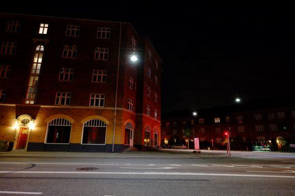 Seul dans les rue de Copenhague la nuit