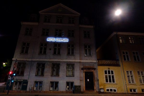 Un hôtel émerge dans les rues de Copenhague