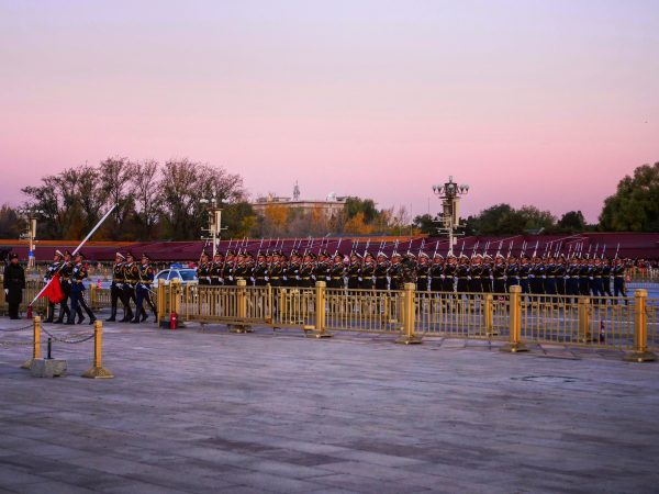 La place Tiananmen au lever du soleil