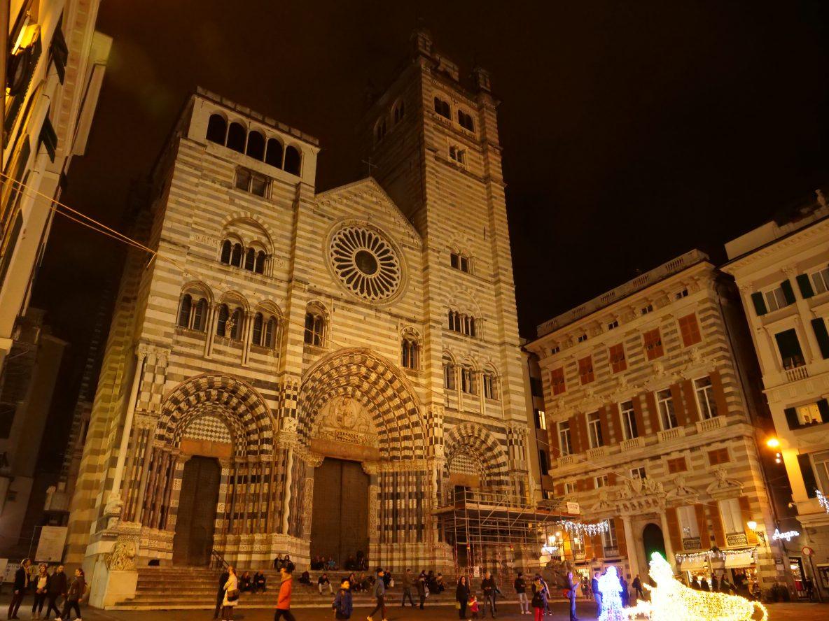 La splendide façade bicolore de la cathédrale de Gênes