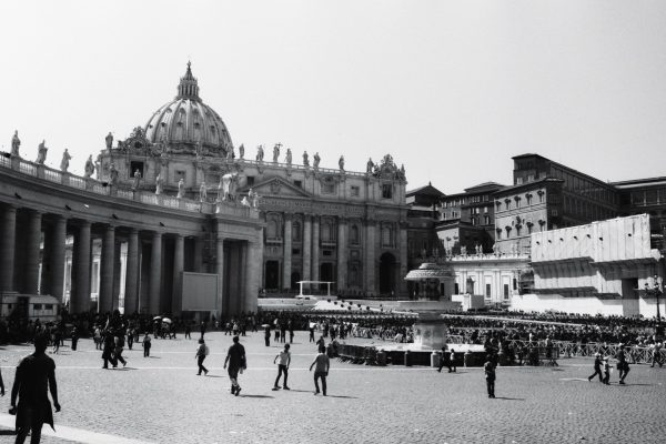 La Place Saint Pierre de Rome en Italie
