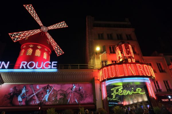 Le Moulin Rouge la nuit à Paris
