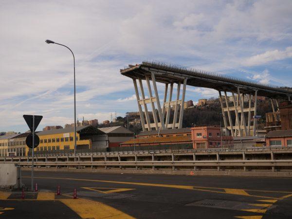 Le pont de gênes resté en suspend