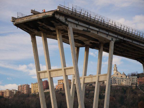Le pont de Gênes effondré