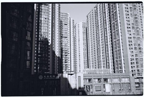 Xian, des immeubles photographiés en noir et blanc et au Leica M6