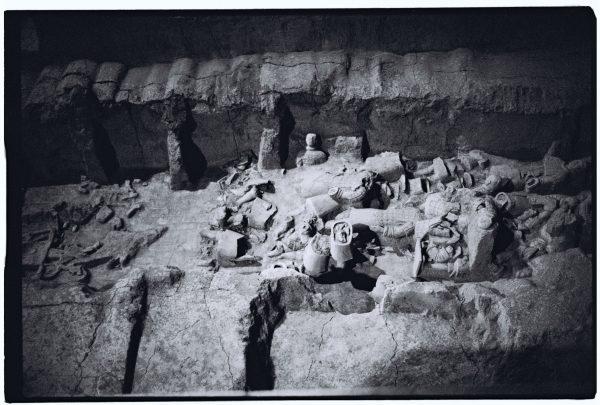 Des soldats de l'armée en terre cuite de Xian en attente d'être réparés