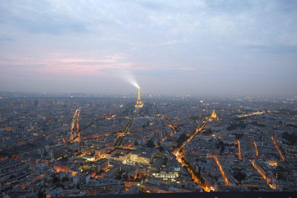 Paris et la Tour Eiffel au crépuscule