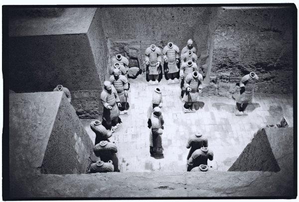 Les soldats en terre cuite de Xian photographiés en noir et blanc et au Leica M6