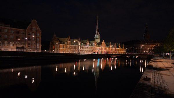 Copenhague la nuit, la capitale du Danemark