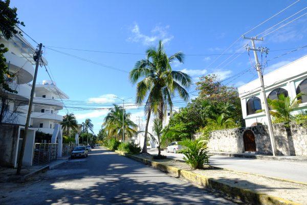 Une jolie rue non loin de la plage de Puerto Morelos
