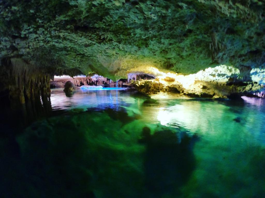 Un lieu exceptionnel pour nager dans une rivière souterraine