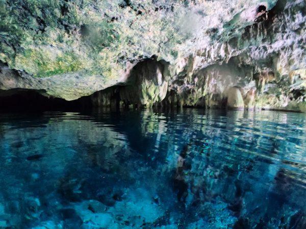 Le bleu translucide et crystallin des cenotes mexicains
