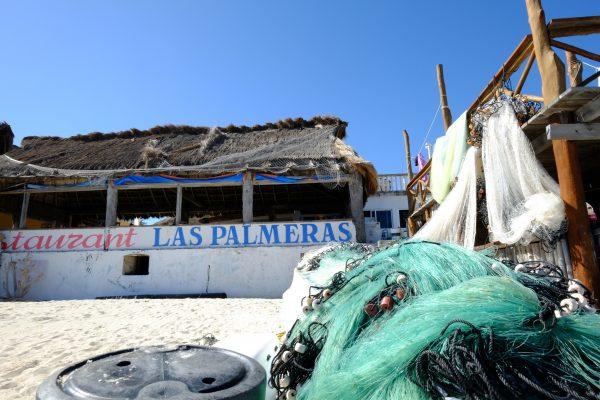 Un restaurant et quelques filets de pêcheurs à Puerto Morelos