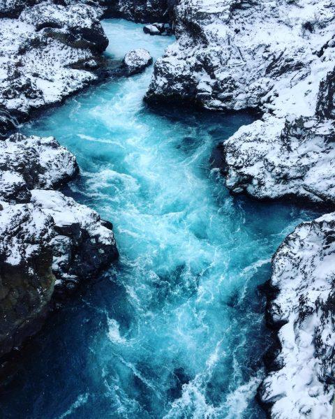 Barnafoss une belle cascade non loin de Reykjavik