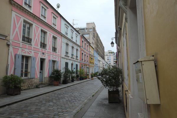 La Rue Crémieux sous les nuages