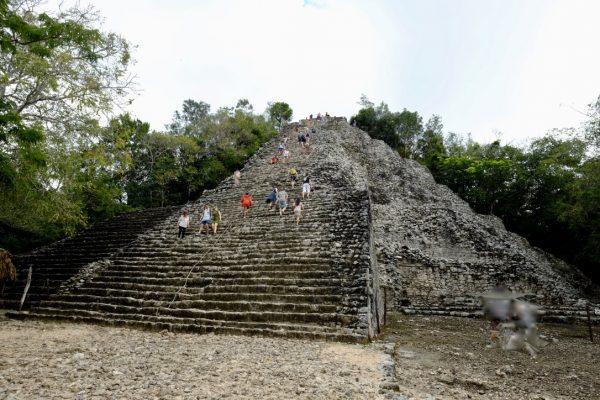 Cobà une pyramide perdue dans la jungle mexicaine