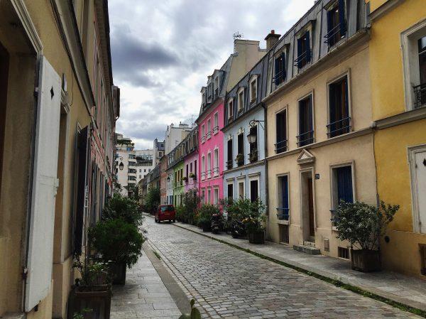 La Rue Crémieux en été