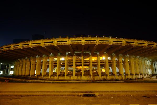 Un parking dans la nuit en Seine Saint-Denis