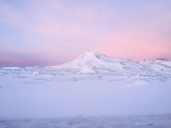 Sur la péninsule de Reykjanes au lever du jour