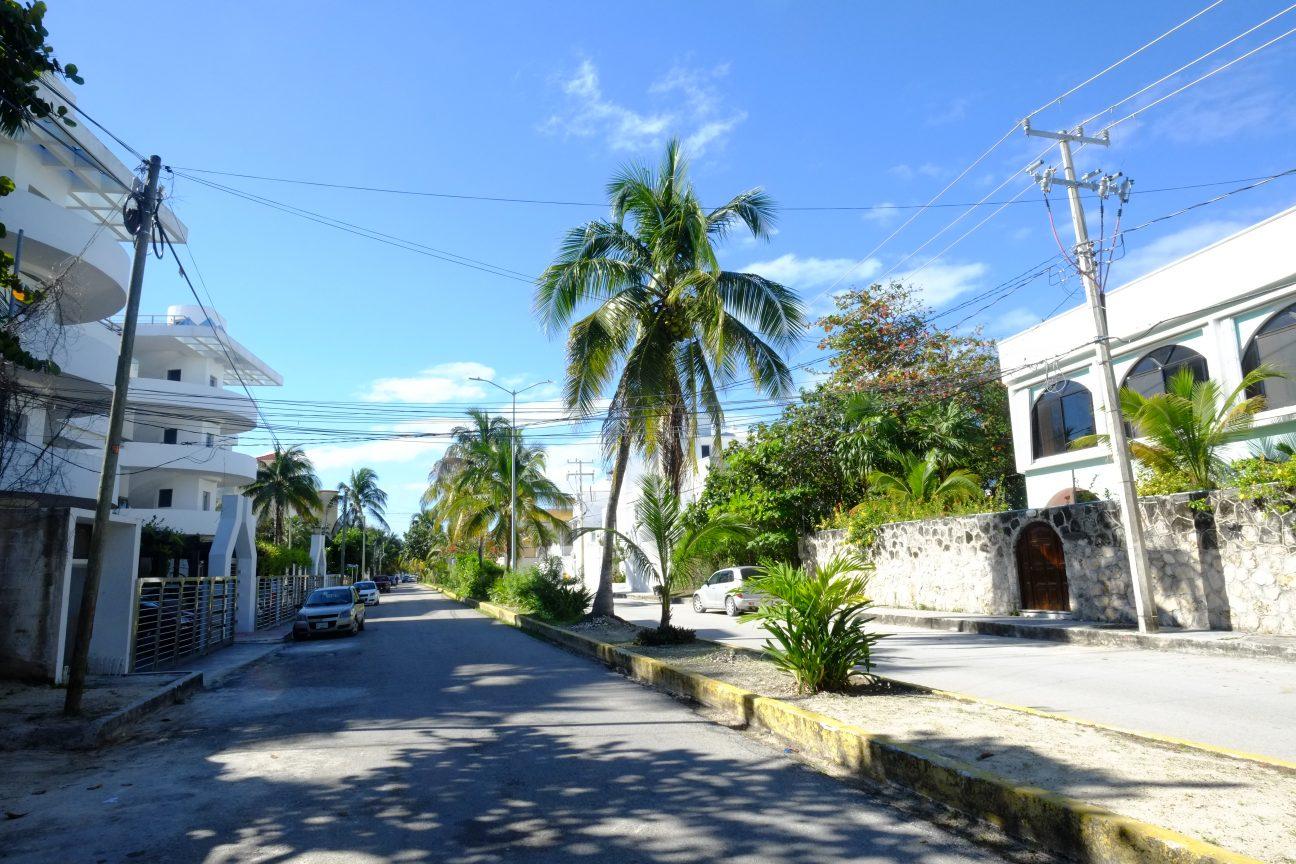 La charmante ville de Puerto Morelos au Mexique