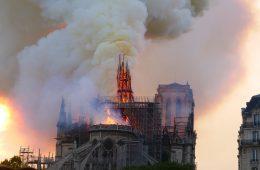 La cathédrale de Paris en feu