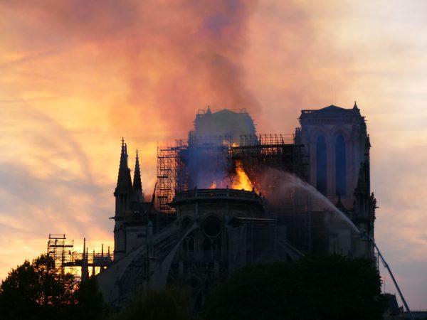 L'intervention des pompiers sur la Nef et le Choeur