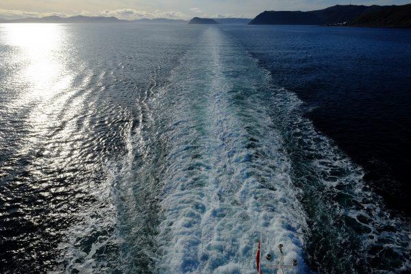 La côte s'éloigne je navigue enfin sur l'océan Arctique