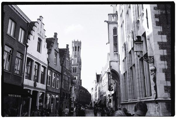 Les façades des petites maisons de Bruges