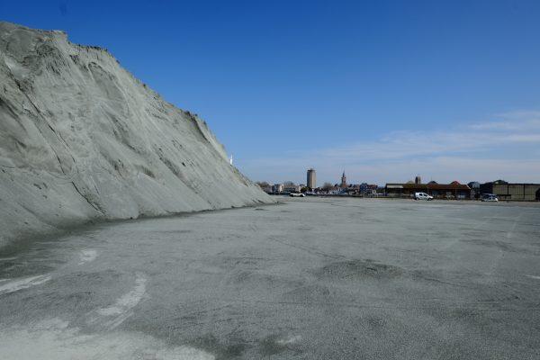 Du ciment dans le port de Dunkerque