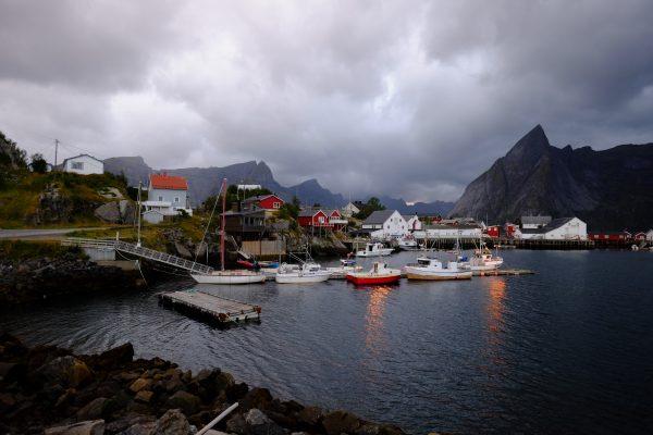Un petit village de pêcheurs perdu au bout des Lofoten