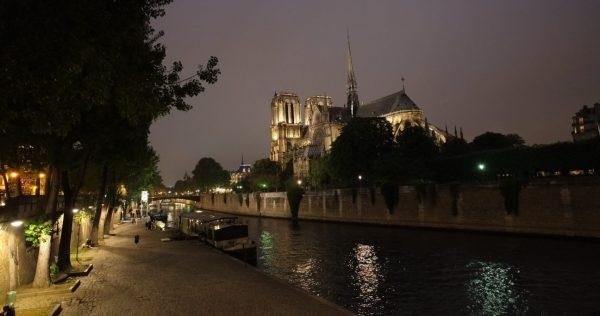 Notre Dame la nuit à Paris