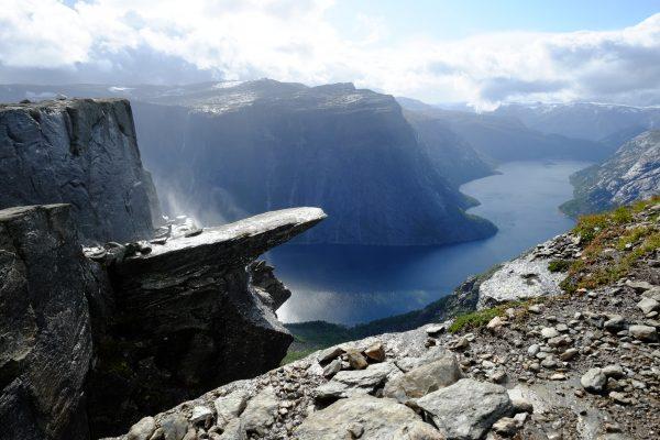 Un fjord en Norvège et la langue du Troll